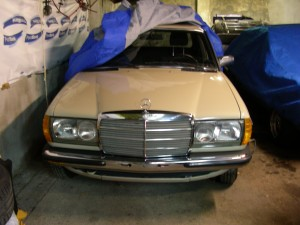 Mercedes 200 W123